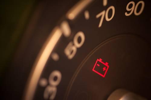 CAR DASH LIGHT INDICATING LOW BATTERY